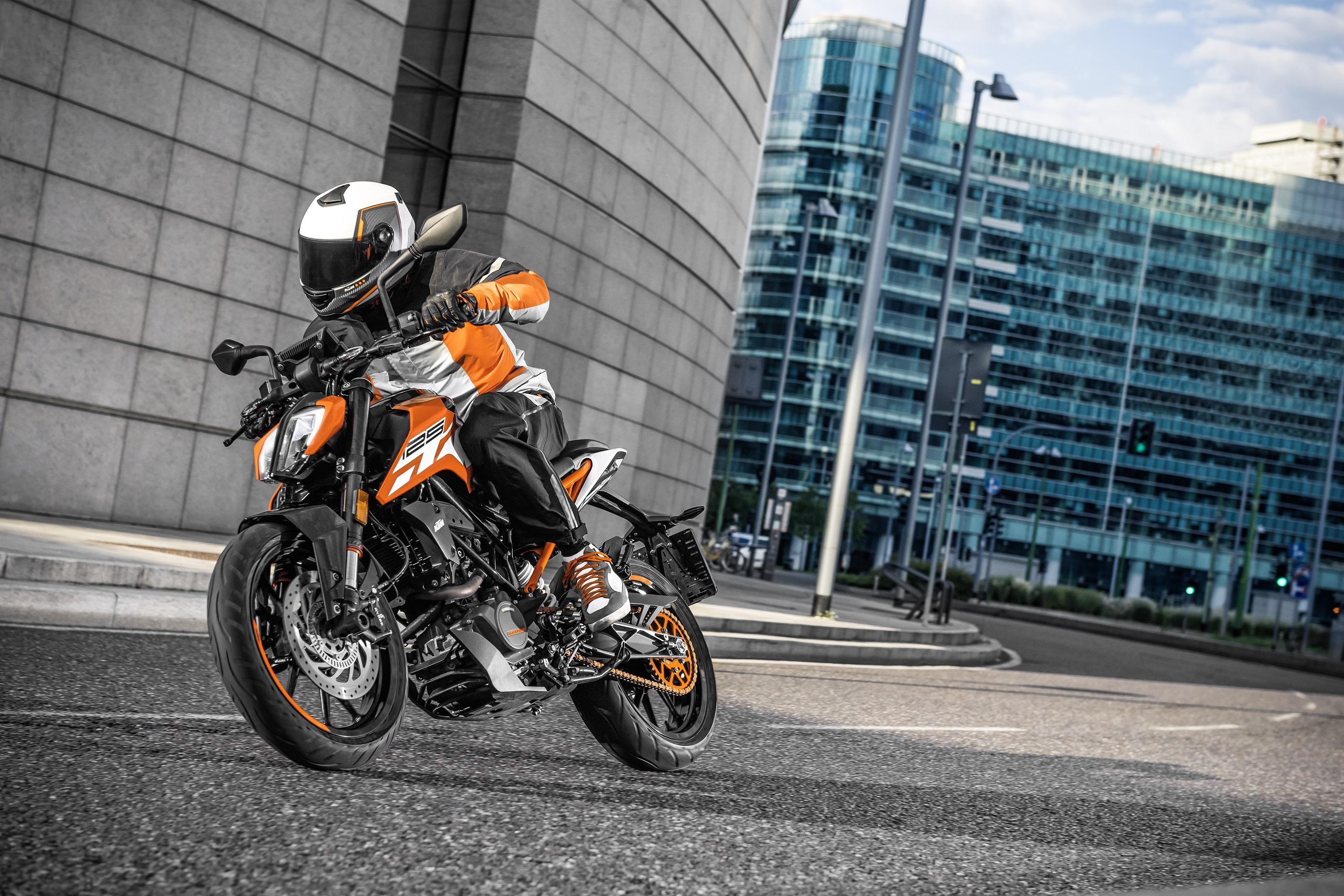 KTM 125 DUKE_Action 03