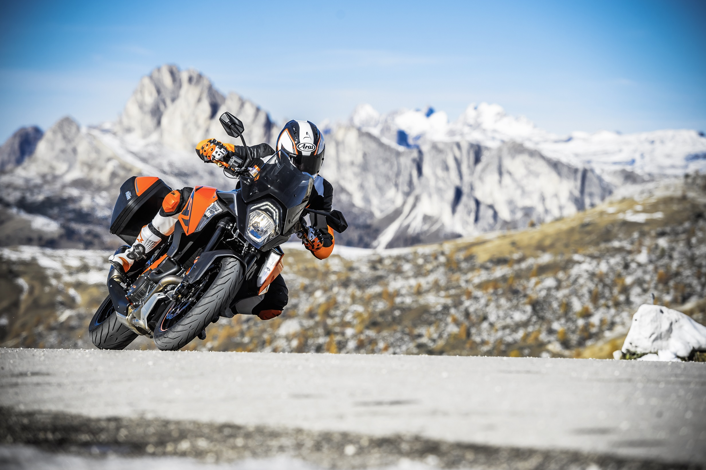 KTM-1290-SUPER-DUKE-GT_Action-02