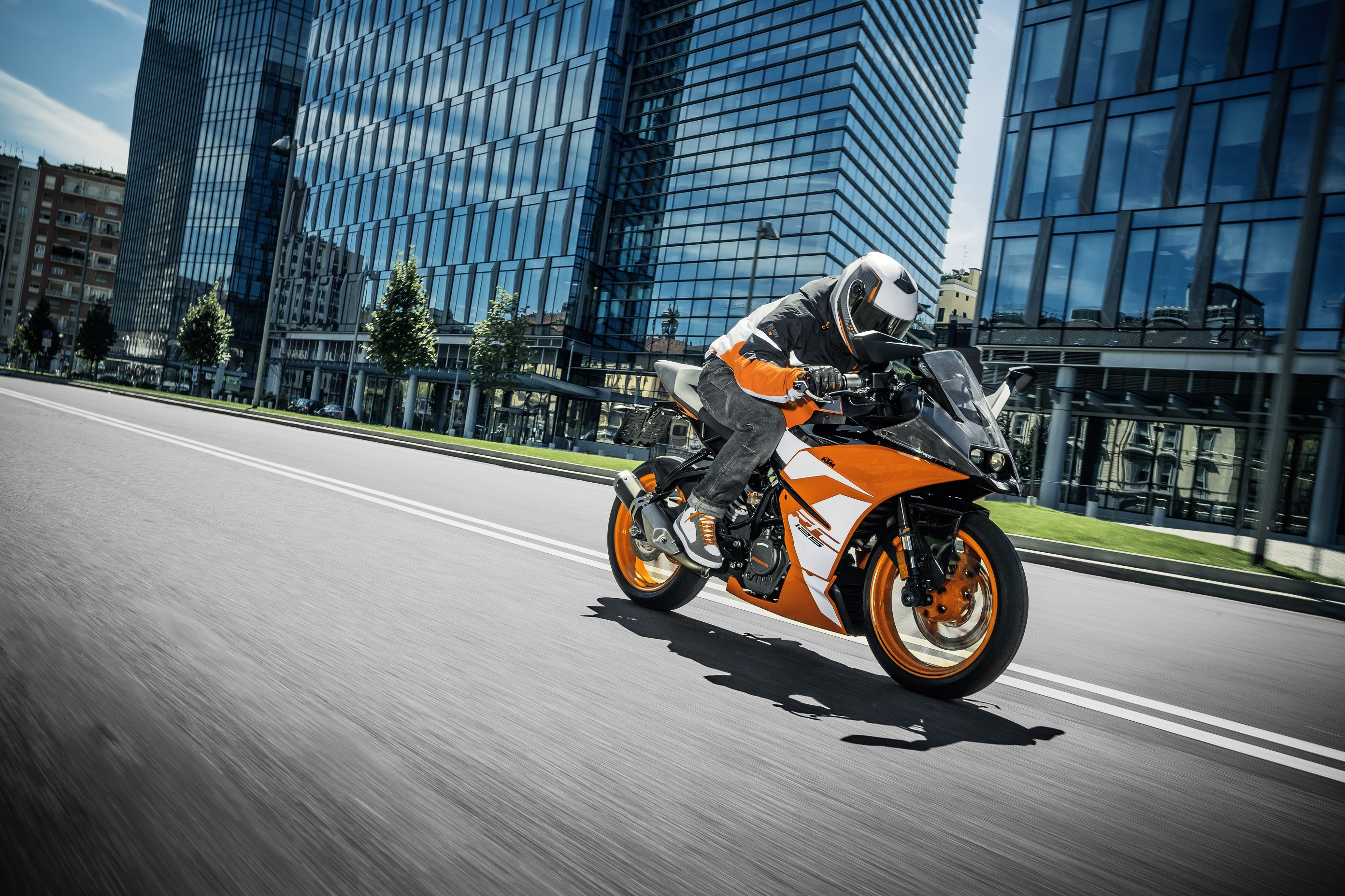 KTM RC 125_Action 02